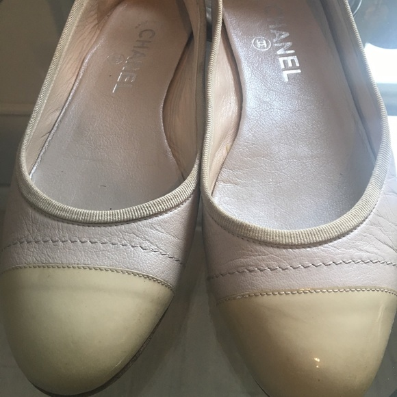 c206b848ac3 CHANEL Shoes - Grey and cream Chanel ballet flats with bow